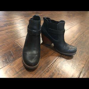 Korks black ankle boots size 6.5